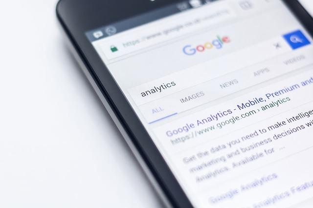 Mugikorrean Google bisitatzen