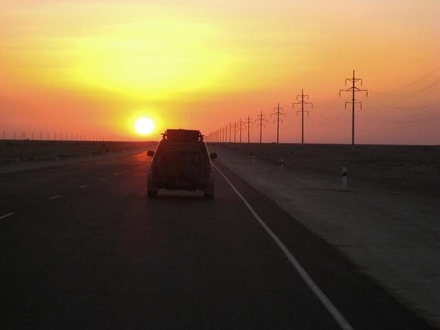 Carreteras solitarias en Kazajistán