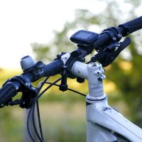 Manillar de bicicleta con cuentakilómetros